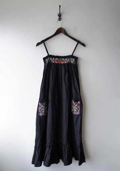 フォークロア刺繍サンドレス