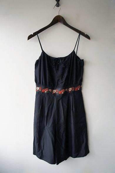 フラワー刺繍サロペット