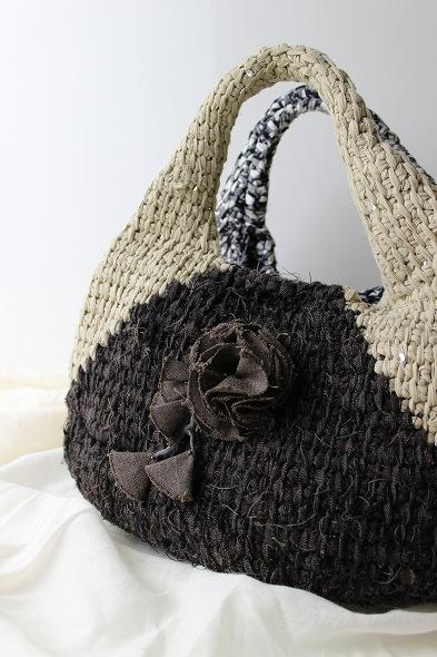 コサージュ付き裂き編みバッグ