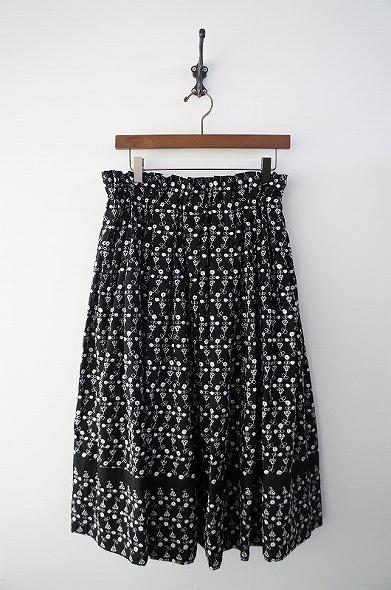 花刺繍スカート