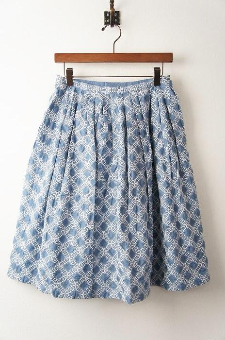 総刺繍フレアスカート