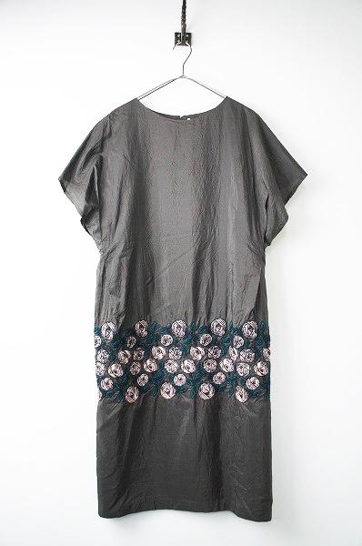mina perhonenwa3529 rosy 刺繍 ドレス